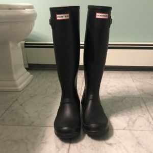 Lightly used Hunter rain boots matte black